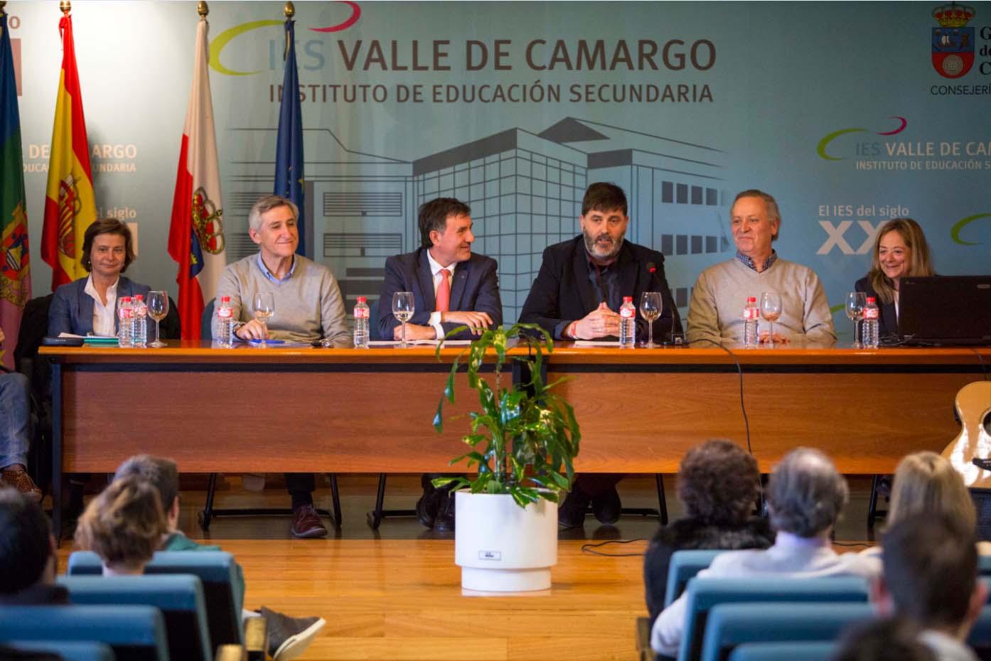 """Hector Lavín subraya el """"compromiso"""" del Ayuntamiento de Camargo en el impulso a las actividades de formación para el empleo"""