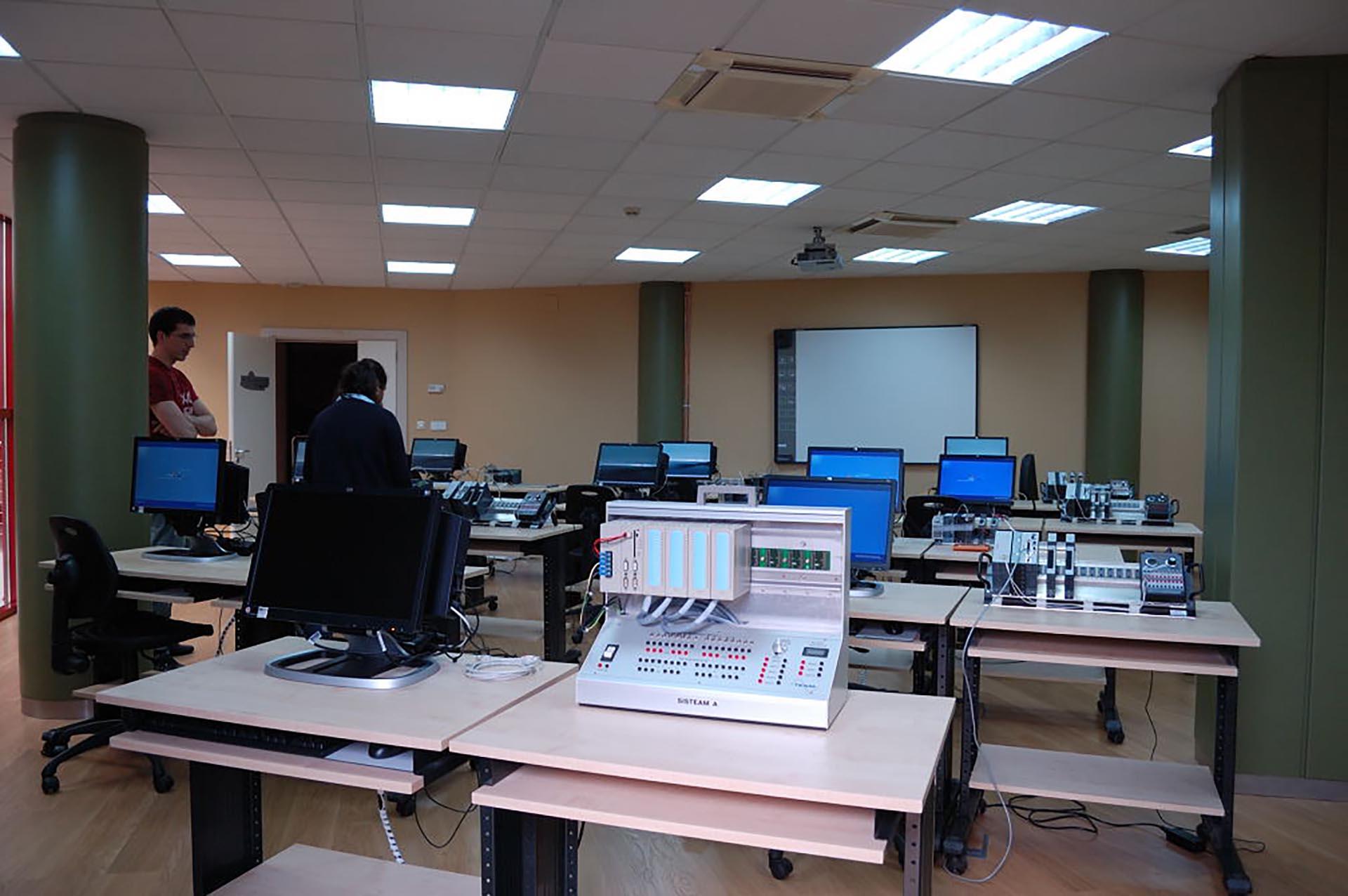 Autómatas programables y SMAS de supervisión: aplicaciones industriales